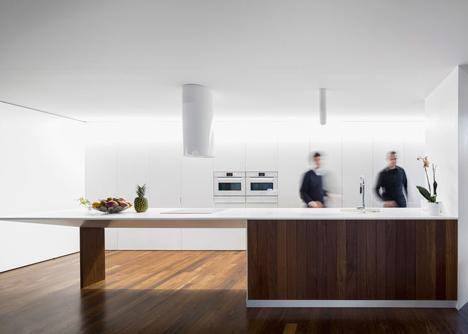 The-Hill-Cork-House-by-Contaminar-Arquitectos_dezeen_12.jpg