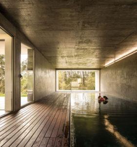 The-Hill-Cork-House-by-Contaminar-Arquitectos_dezeen_5.jpg