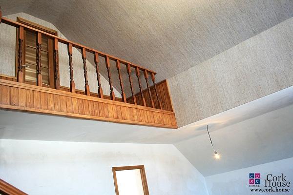 Пробка на стене и потолке