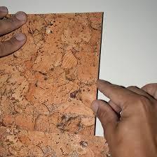 клеим стеновую плитку